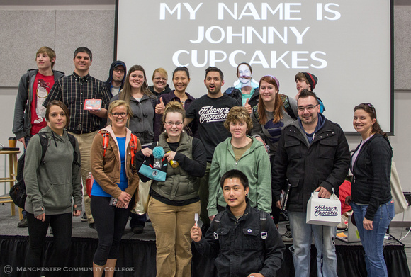 Johnny Cupcakes poses with Professor Magoon's business class